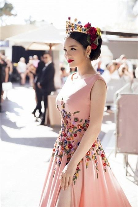 Các mùa trước, Lý Nhã Kỳ đã chứng minh đẳng cấp trên thảm đỏ Cannes bằng những trang phục này 8