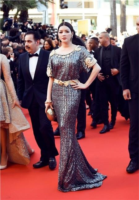 Đây cũng là một trong những năm cô đầu tư nhiều trang phục nhất khi tới Cannes dự liên hoan phim.
