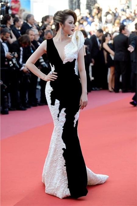 Các mùa trước, Lý Nhã Kỳ đã chứng minh đẳng cấp trên thảm đỏ Cannes bằng những trang phục này 23