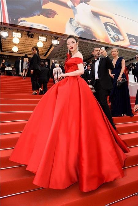 Có thể nói trong các sao Việt ở Cannes, nếu Lý Nhã Kỳ đứng thứ 2 về thời trang thảm đỏ thì khó ai có thể chiếm vị trí số 1.