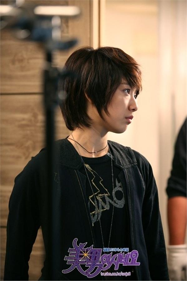 Park Shin Hye đẹp hơn bất kì chàng trai nào