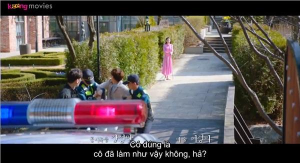 Cảnh sắt bắt Dan đi vì Yeon Seo nghi ngờ chàng chính là gián điệp