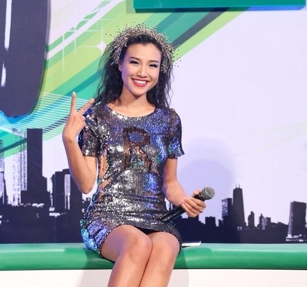 Mặt đẹp, dáng xinh nhưng Hoàng Oanh lại khiến fans 'ngã ngửa' vì mặc đồ khó hiểu 2