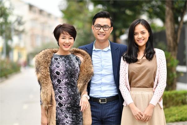 Nhân vật Uyên (bên trái) gây ấn tượng và được yêu thích trong Về nhà đi con