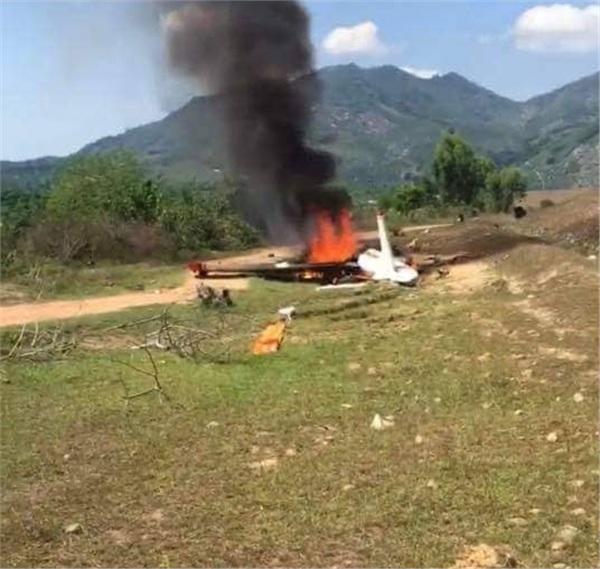 Hình ảnh chiếc máy bay bốc cháy sau khi rơi ở hiện trường. Ảnh: Tổ quốc.