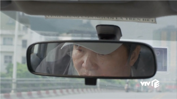 Khiêm 'dẹo' trong vai người lái taxi, trởĐông Hòa về nhà