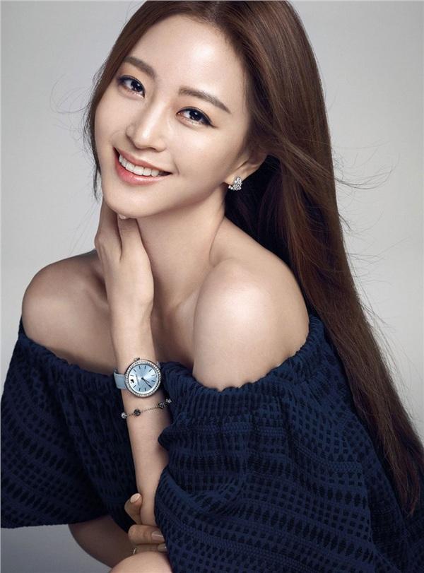 Han Ye Seul từng vướng vào tin đồn tình tay ba đồng tình