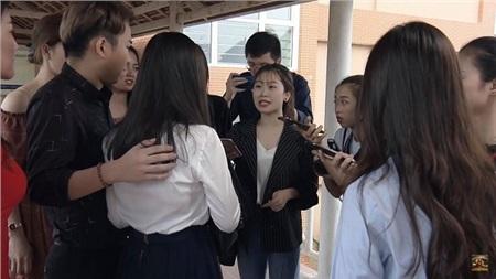 Khách hàng và cánh nhà báo ùn ùn kéo đến. Họ tra hỏi Yến bằng loạt câu gây sát thương tinh thần: 'Chị Lam Lam, hiện nay trên mạng có rất nhiều ý kiến tố cáo chị về việc làm ăn thất đức, buôn bán mỹ phẩm kém chất lượng…'