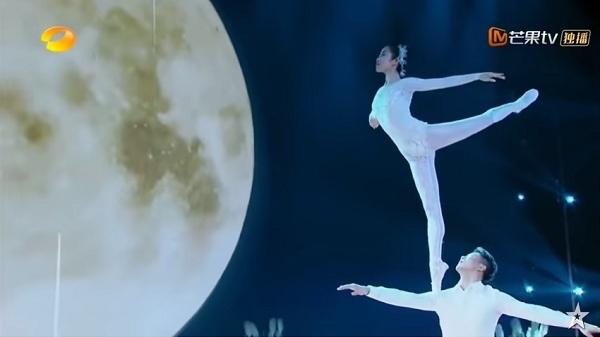 Kỹ năng ballet cùng khả năng giữ thăng bằng tuyệt vời