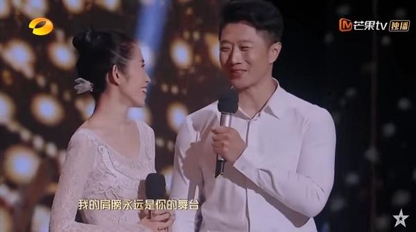 'Khi em vẫncòn múa, vai của anh luôn là sân khấu dành cho em' - Lời ngọt ngào của anh Ngụy dành cho vợ sau màn trình diễn