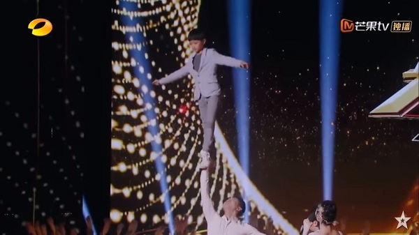 Múa ballet trên cao gây 'thót tim', cặp đôi xứng đáng nhận được nút vàng từ BGK World's Got Talent 6
