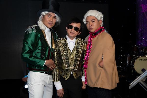 Bộ sưu tập với những mẫu thời trang được Thái Salew thiết kế dành cho các người mẫu khuyết tật tại sự kiện.