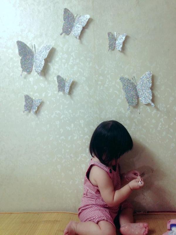Chị Trang luôn dành thời gian để cùng con làm những món đồ chơi đáng yêu từ vật liệu sẵn có trong nhà.