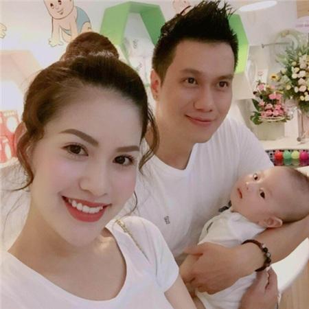 Gia đình hạnh phúc một thời của Việt Anh - Hương Trần