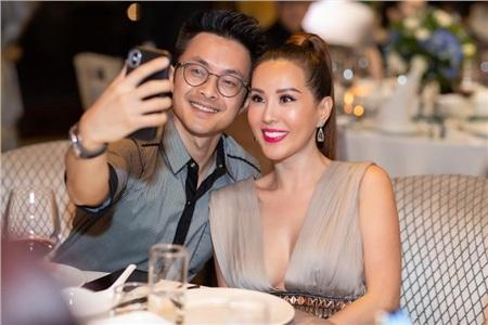 Hoa hậu Thu Hoài diện đầm đắt đỏ, gợi cảm đến chúc mừng sinh nhật ca sĩ Quang Dũng 4