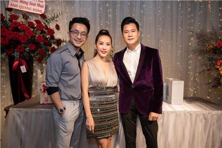 Hoa hậu Thu Hoài diện đầm đắt đỏ, gợi cảm đến chúc mừng sinh nhật ca sĩ Quang Dũng 0