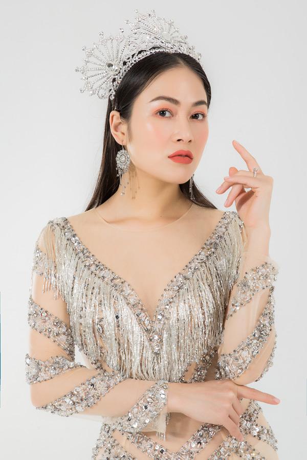 Trước đó, vượt qua gần 100 thí sinh, Tuyết Nga đã xuất sắc giành được vương miện trong đêm chung kết cuộc thi Hoa hậu Áo dài 2019tổ chức tại Singapore hôm 8/3.