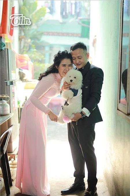 Bộ ảnh cưới có sự góp mặt của chú chó đáng yêu.