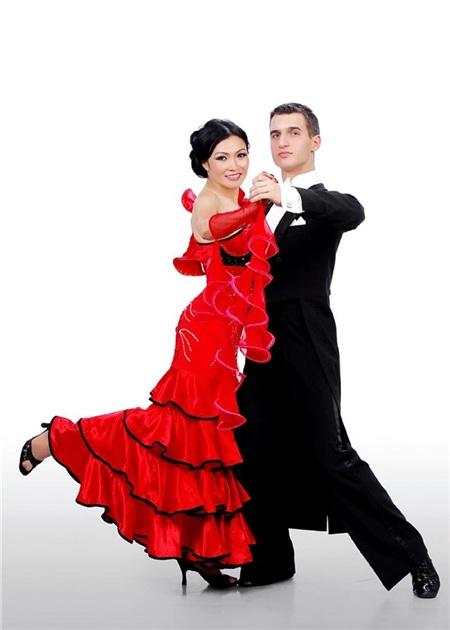 Phương Thanh và bạn nhảyIvan Raikov.