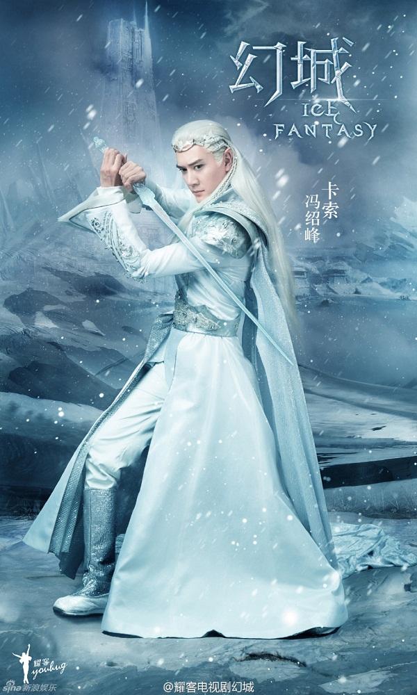 Mái tóc trắng, trang phục giáp đính đá uy nghi tôn lên thần thái của Phùng Thiệu Phong