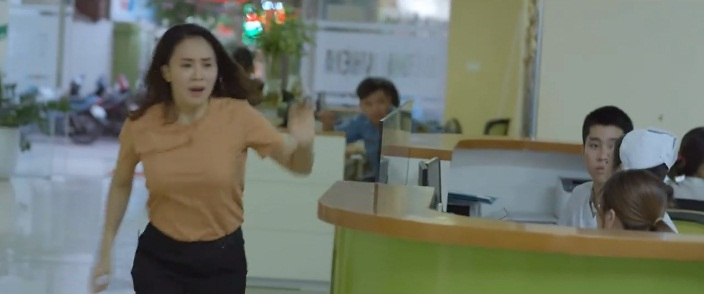 Trailer tập 5 'Hoa hồng trên ngực trái': Cú chạm mặt đầu tiên sau mấy chục năm, Hồng Diễm tưởng Hồng Đăng bắt cóc con gái mình 4