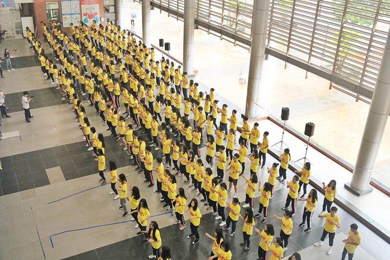 Khoảng 200 học sinh chuyên Ams đã tham gia vũ hội đặc biệt này