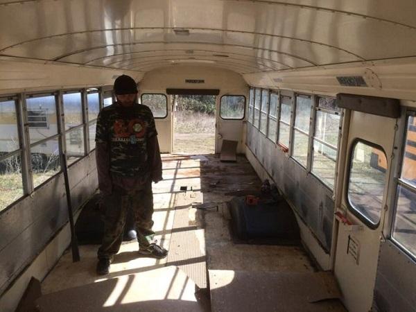 Chiếc xe buýt bị bỏ hoang. Ảnh: Inspire More.