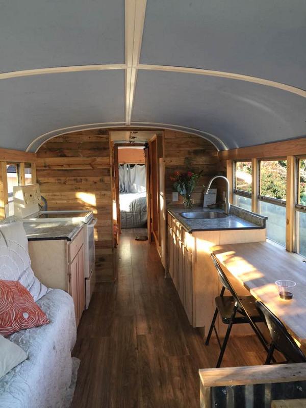 Chiếc xe buýt sau khi được sửa sang đã trở thành một ngôi nhà nhỏ