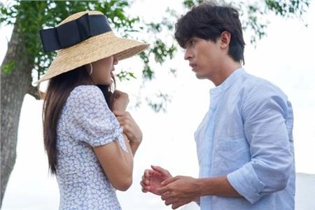 Hóa ra trùm cuối trong MV 'Vạn sự tùy duyên' của Quốc Thiên là 'Hot girl ống nghiệm' Lan Thy 2