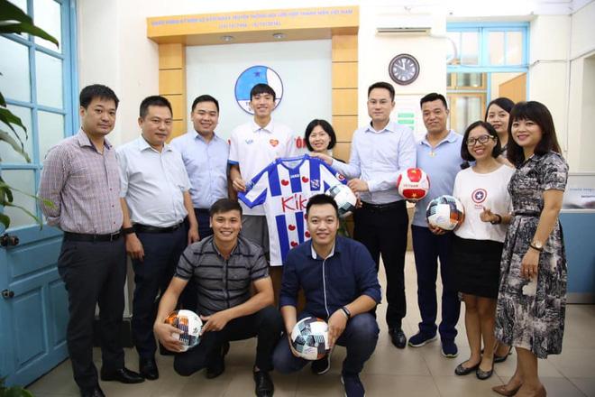 Bản quyền đã mua xong, khán giả truyền hình Việt Nam sẽ được theo dõi Văn Hậu mỗi tuần? 1