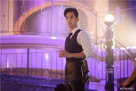 Đứng hình trước vẻ đẹp trai xuất sắc của Kim Soo Hyun tại hậu trường 'Hotel Del Luna' 8