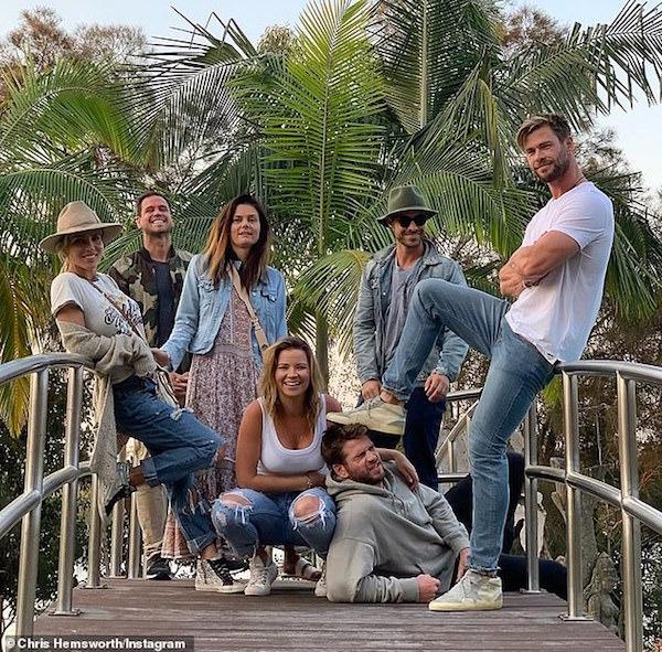 Liam đang chu du cùng gia đình tại nước Úc.