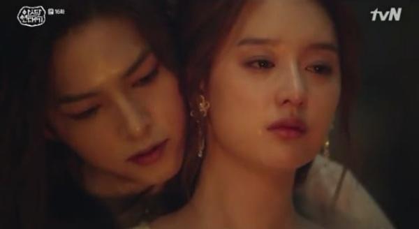Ở Đại Thần Điện, Saya ôm Tan Ya vào lòng và hứa luôn luôn ở bên cạnh và giúp đỡ cô.