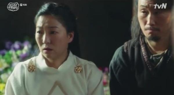 'Arthdal Chronicles' tập 16: Trong vòng tay anh trai sinh đôi của Song Joong Ki, Kim Ji Won vẫn nhớ về người cũ 2