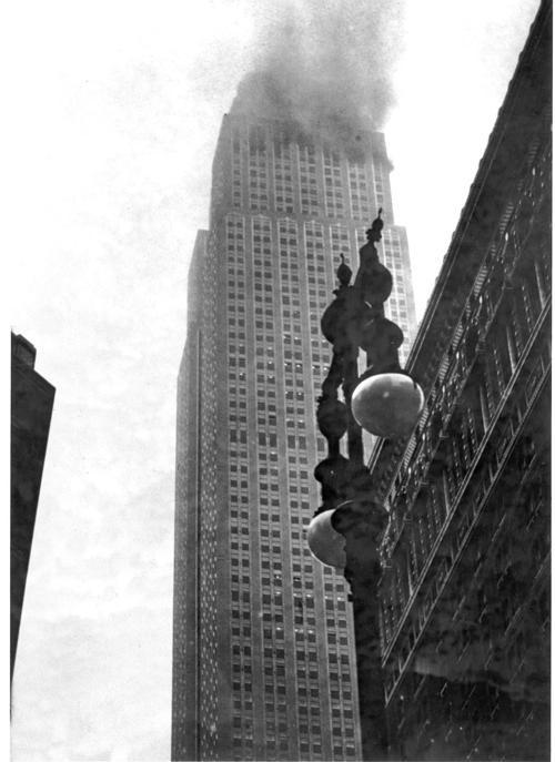 Bị thương nặng khi máy bay lao vào tòa nhà rồi rơi tự do trong thang máy từ tầng 79 cùng 1 ngày, người phụ nữ 'cao số' vẫn sống sót thần kỳ 0