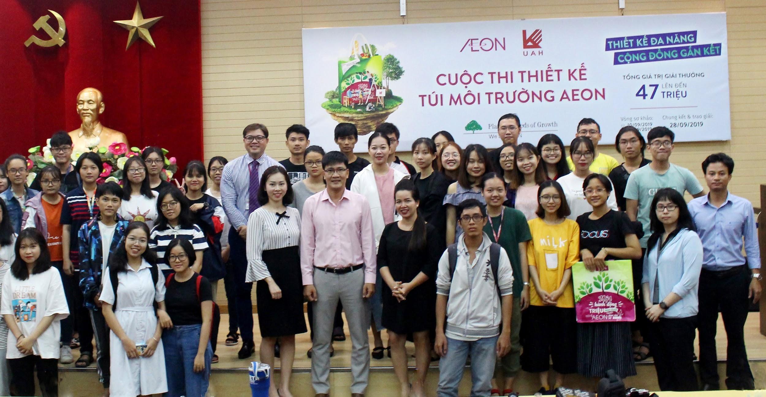 Với mục tiêu giảm thiểu túi ni-lông, cuộc thi nhận được sự quan tâm từ đông đảo các bạn sinh viên đại học Kiến Trúc TP.HCM