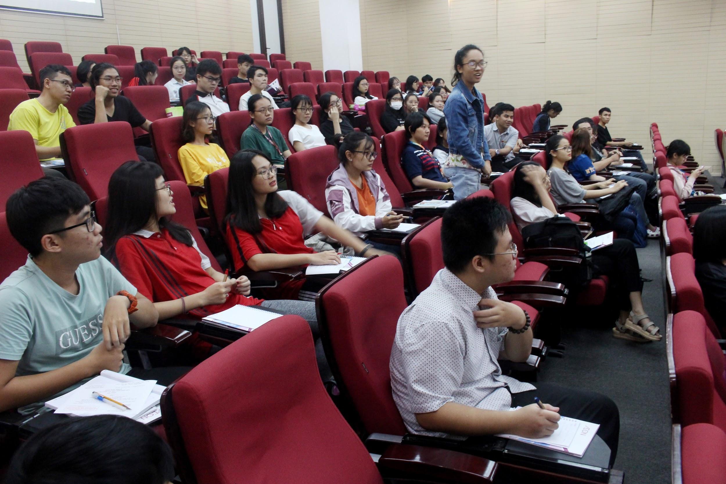 Các bạn trẻ sinh viên trường đại học Kiến Trúc TP.HCM đã có một buổi giao lưu thú vị với đại diện AEON Việt Nam tại workshop công bố cuộc thi