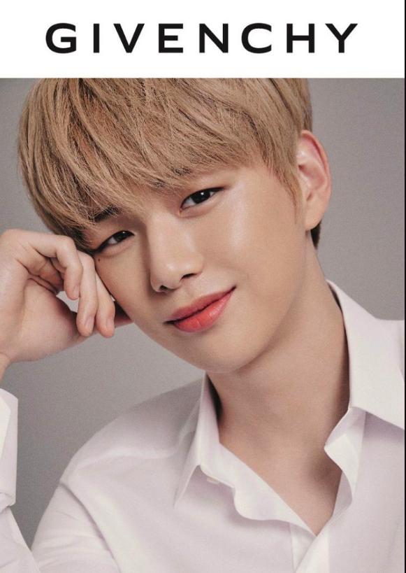 Vượt qua quãng thời gian đen tối, 'center Quốc dân' Kang Daniel trở thành người mẫu cho thương hiệu đình đám 0