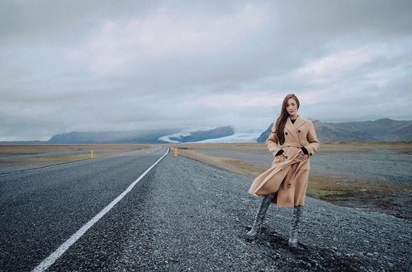 'Công chúa băng giá' Jessica đẹp 'nức nở', dẫn đầu xu hướng thời trang mùa đông trên tạp chí 7