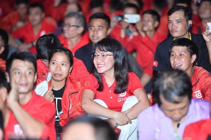 Bà Lê Diệp Kiều Trang trong màu áo đồng phục Go-Jek.