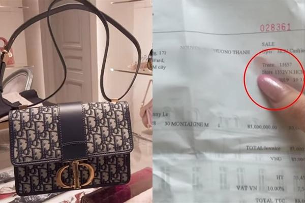 Sau khi bị bóc phốt dùng hàng hiệu nhái, Sĩ Thanh cũng không phải dạng vừa khi lập tức quay clip thanh minh. Nội dung của đoạn clip chủ yếu là cảnh cô nàng mang túi ra store Dior và nhờ nhân viên xác thực là hàng thật.
