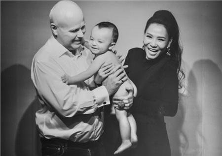 Thu Minh lần đầu hé lộ ảnh con trai.