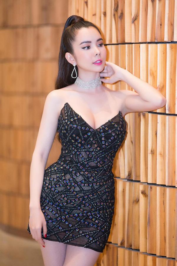 Ngắm phong cách thời trang từ 'ngoan hiền' đến cực sexy của Hoa hậu Huỳnh Vy 6