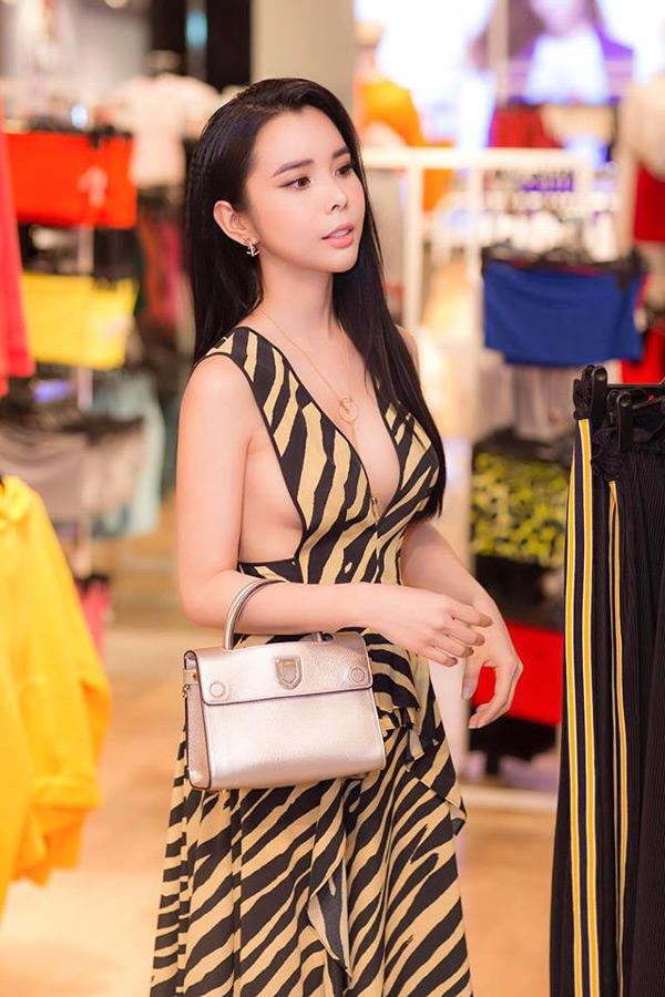 Ngắm phong cách thời trang từ 'ngoan hiền' đến cực sexy của Hoa hậu Huỳnh Vy 8