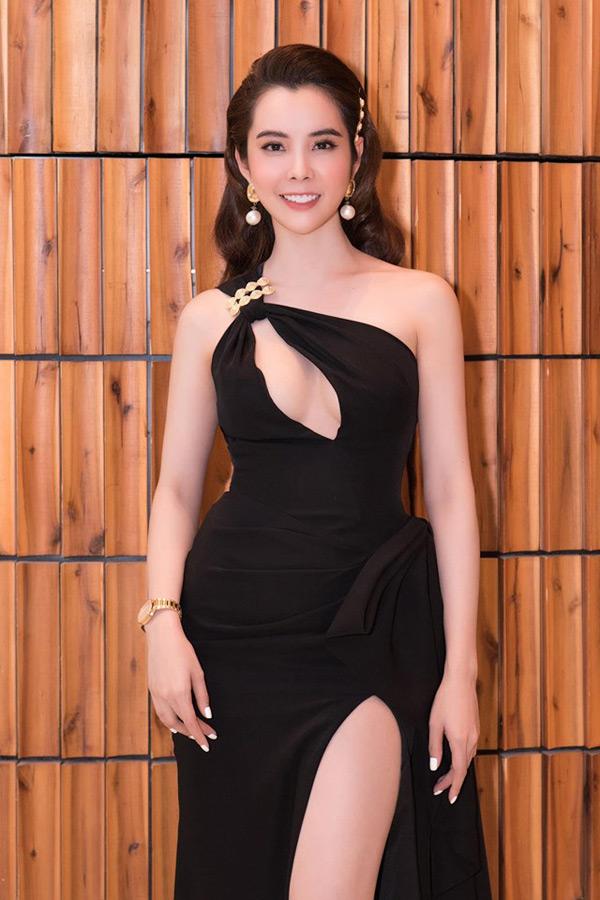 Ngắm phong cách thời trang từ 'ngoan hiền' đến cực sexy của Hoa hậu Huỳnh Vy 9