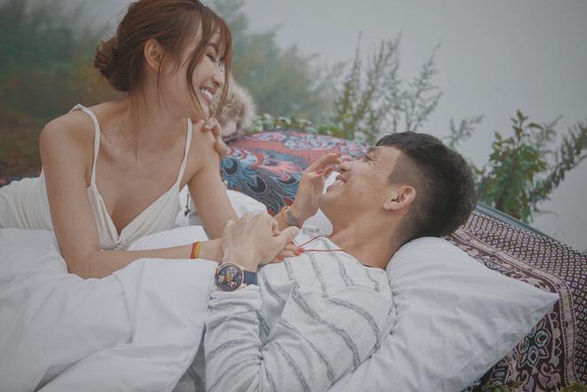 Đã 8 năm bên nhau nhưng Minh Nhựa vẫn yêu vợ như những ngày đầu thế này!