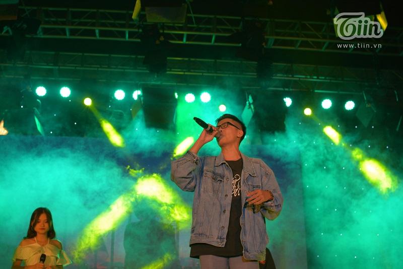 Quẩy hết mình cùng Huỳnh James và Pjnboys trong bữa tiệc âm nhạc Spotlight của sinh viên Báo chí 2