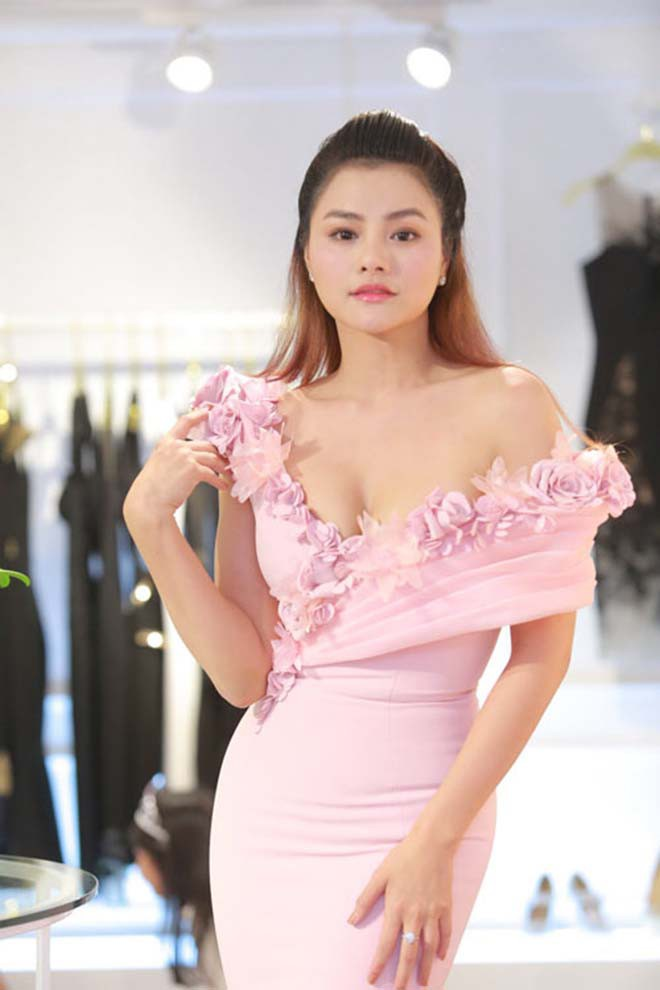 Hiện tại ngoài kinh doanh nhà hàng, xây dựng thương hiệu thời trang riêng, cô đang được mời làm giám khảo 'Hoa hậu Hoàn vũ Việt Nam 2019'.