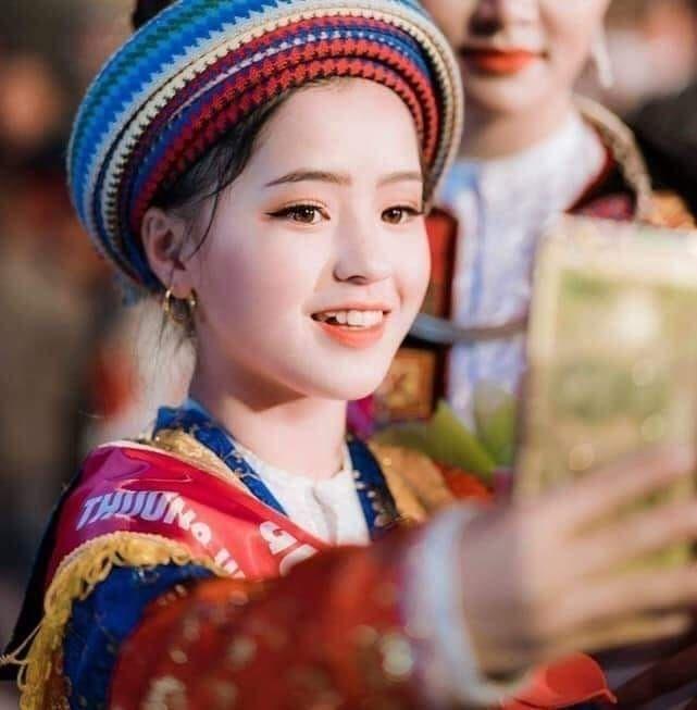 Sau hơn 1 năm nổi tiếng, 'cô bé bán lê' ở Hà Giang càng ngày càng xinh đẹp, đáng yêu 3