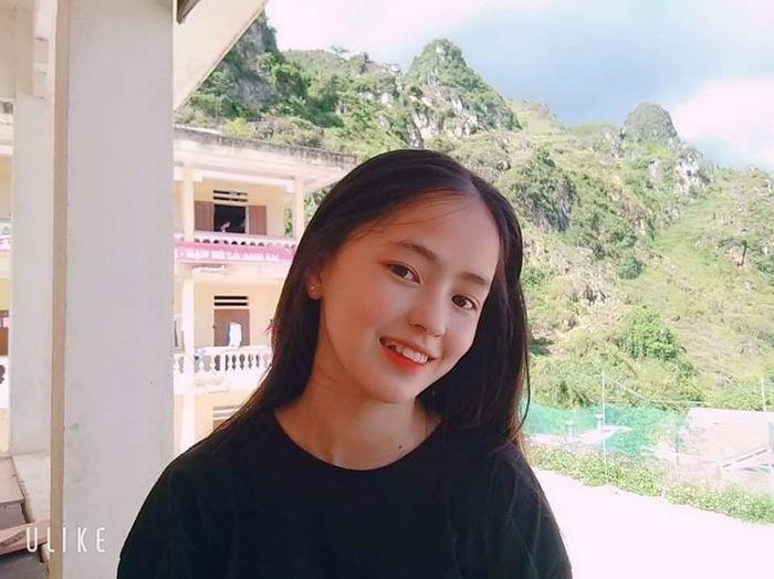 Sau hơn 1 năm nổi tiếng, 'cô bé bán lê' ở Hà Giang càng ngày càng xinh đẹp, đáng yêu 9